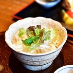 東京 今井屋本店 - 【親子丼『赤辛』@1,200円】サラダ