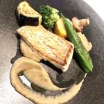 PRIMO - メイン:真鯛のソテー 焼きなすのピュレソース