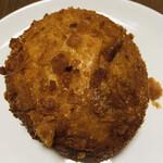Pois1213 - 料理写真:塩麹チキンのあげカレーパン   260円+税