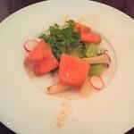 Brasserie & Cafe Le Sud - オードブル スモークサーモンとグレープフルーツのサラダ仕立て カラスミ風味