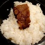 焼肉レストランカルネ - 焼き立てカルビ