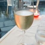 ラー・エ・ミクニ - ワインお好み三杯① シャンパン