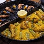 スペイン料理Pablo - ダブルパエリア(イカスミと鶏肉チョイス)