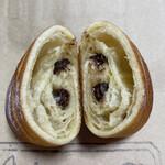 アドゥマン - チョコレートクロワッサン 断面図 外はカリカリ、中はふわふわモチモチ