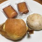 131519609 - オレンジのブリオッシュ、オレンジピールのプチパン、フィナンシェ