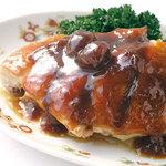 菜香新館 - 料理写真:創業以来受け継がれるオリジナルメニュー【家郷梅子鶏】