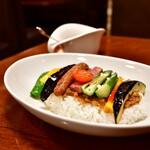 天馬 - たっぷり夏野菜のWソースカレー 〜ビーフ&キーマ〜@1,050円