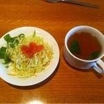 パブ&レストハウス ブリュッケ - ランチのサラダとスープ