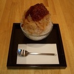 山口妙香園 - 紅茶のカキ氷です。紅茶のシロップとゼリーのかかったカキ氷の中にはバニラアイスが入っています。