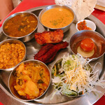 インド料理 インディアンハット - スペシャル南インドセット(ミールス) 辛さ3    1600円 ランチドリンクは生ビール