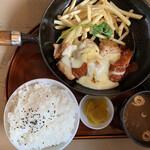 カフェメルス - トマチーズチキンステーキ
