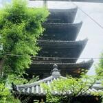 131537025 - 店内から見上げる五重塔