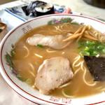お食事処 寿し義   - 料理写真:中華そば(大)巻き寿司バッテラ(共に半分)
