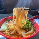 131537335 - 蓬渓閣 2号店@湯島 担々刀削麺 麺リフト