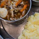 131538751 - 野菜はじゃが芋、キャベツ、ニンジン、茄子