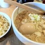 麺酒喰処 麺人 - 煮玉子ラーメン:メガ盛