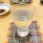 吉敷 末広 - 八海山をいただきました。さっぱり、キリッと冷えていて美味しいです。