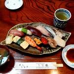 うな藤 - 満腹にぎり(税抜2000円)みそ汁付き
