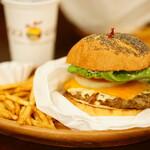 クアアイナ - LUNCH SET BBQ厚切りチェダーチーズバーガー (¥1,500税込)