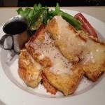 タイムカフェ - ①厚切りチーズフレンチトーストとソーセージ680円