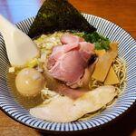131567149 - 一番搾りの煮干しそば特製(1010円)