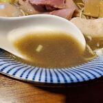 131567152 - 一番搾りの煮干しそば特製(1010円)
