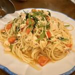 ラ・ベファーナ - サーモンとほうれん草 フェッシュトマトのスパゲティー