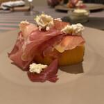 restaurant Noël - 完熟マンゴーとプロシュート、自家製カッテージチーズ。