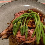 restaurant Noël - ロゼール産仔羊のロースト。マスタードとジュのソース。