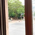 131568770 - 【2020年06月】2階のイートインにて。外には六義園が見えます。