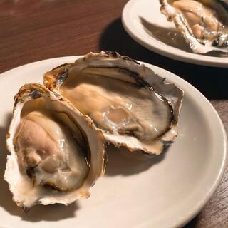 かなわの生牡蠣と白ワイン