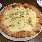 Trattoria e Pizzeria De salita - クワトロフォルマッジ