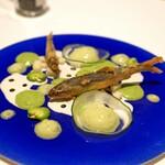 Convivio - 琵琶湖産天然稚鮎のフリット 加賀太きゅうりのソースとヨーグルトのソースで