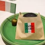 Convivio - 牛肉とフォアグラを挟んだコンヴィバーガー