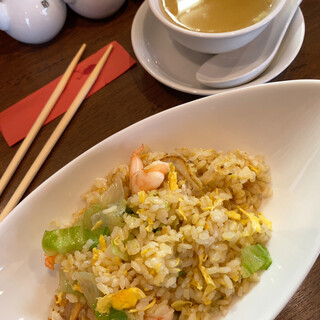臥龍 - 料理写真:海鮮チャーハン