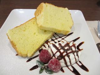カフェ クロスポイント - シフォンケーキ