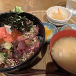 丸秀鮮魚店 - 博多丼定食