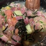 丸秀鮮魚店 - 半分ほどで鯛出汁を投入!