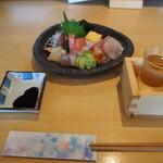 心鮮 - 料理写真:お造り盛り合わせ & 冷酒(春鹿 超辛口)