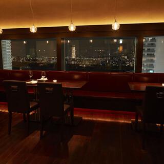 開放感抜群!窓から覗く多摩川の風景を楽しみながらお食事を