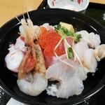 漁師食堂鮮八 - 料理写真:海鮮丼