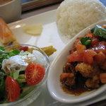カフェ オ バール モニカーノ - 日替ワンプレートランチ 食後のコーヒー付 ¥880  カプチーノ、カフェラテは¥20プラス