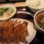 大阪王将 - 餃子と半ラーメンの定食