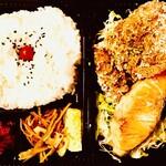 ぐるりや - ザンギ&焼シャケ弁当