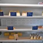 ベイク アップ - サンドイッチ等の並ぶ棚