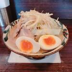 麺道 くろとん - 野菜まし トッピング卵