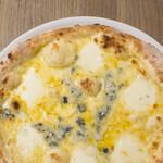 テイク レストランアンドバー - 4種のチーズピザ