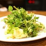 ジュウバー - パクチーとポテトサラダ