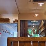 ボン・クラージュ - 入り口近くのワインセラー