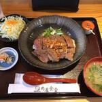 肉屋食堂 - ステーキ丼ご飯中1000円